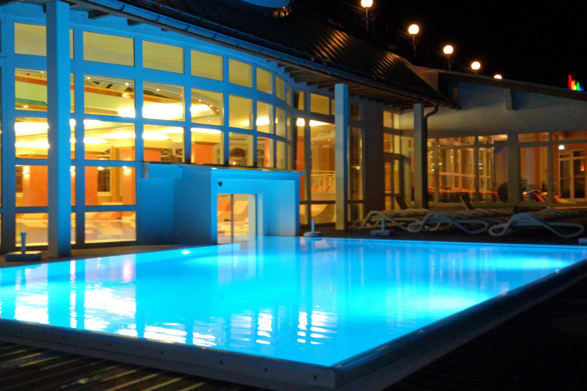 Innen- Außenschwimmbad demzufolge ein Veltmann Pool