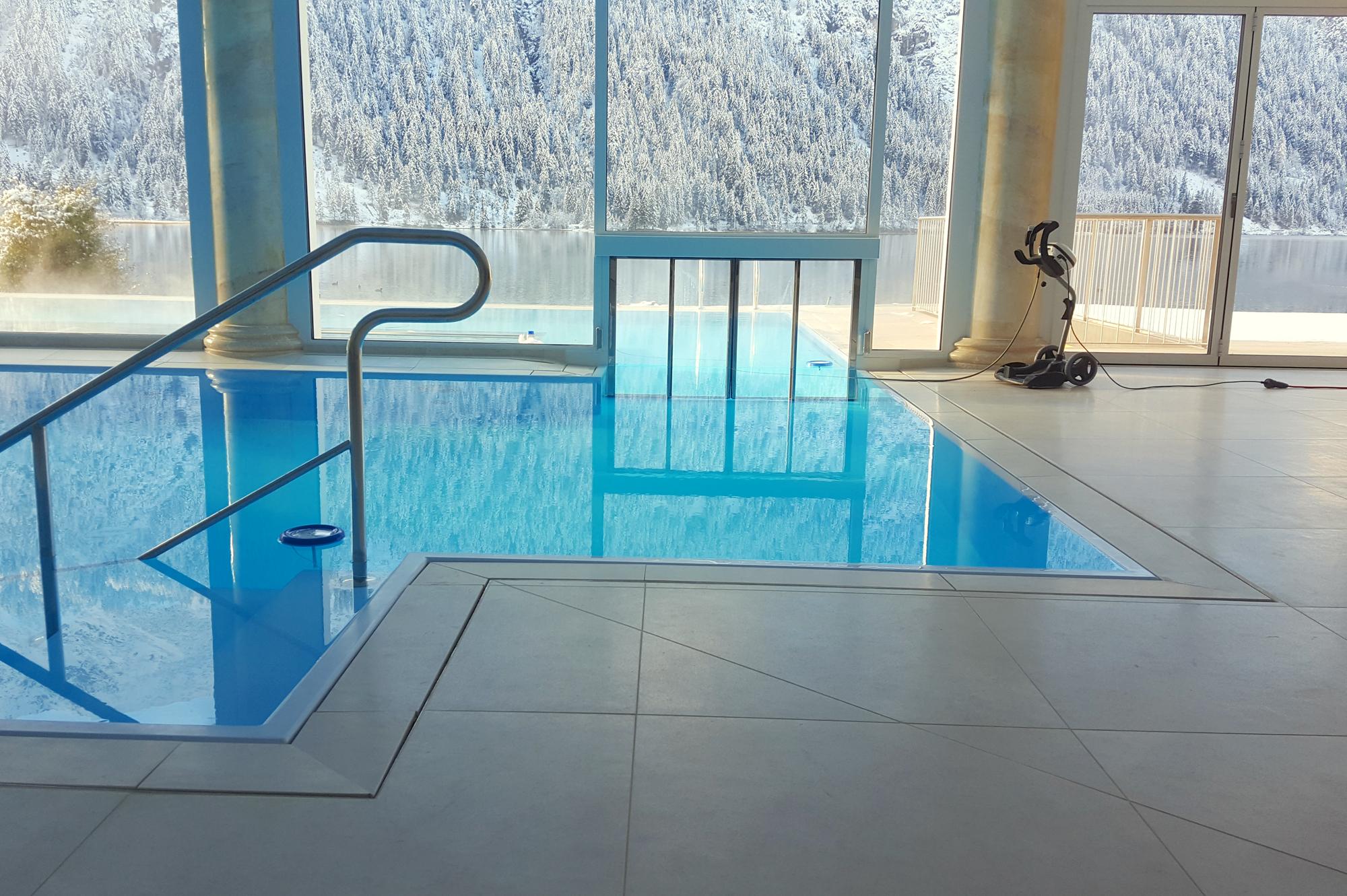 zweiteiliges Custom Schwimmbad dadurch in 12 m x 18 m