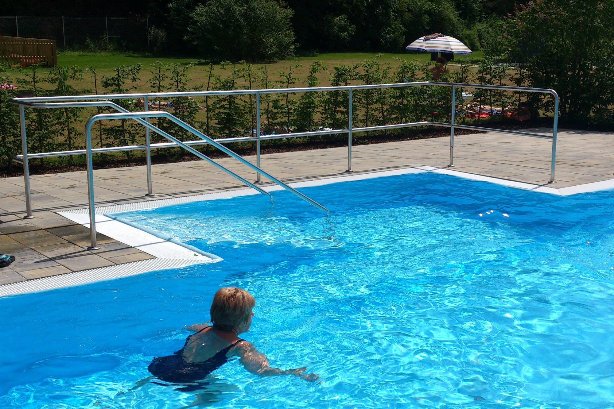 Treppennische jedoch für öffentliche Schwimmbäder