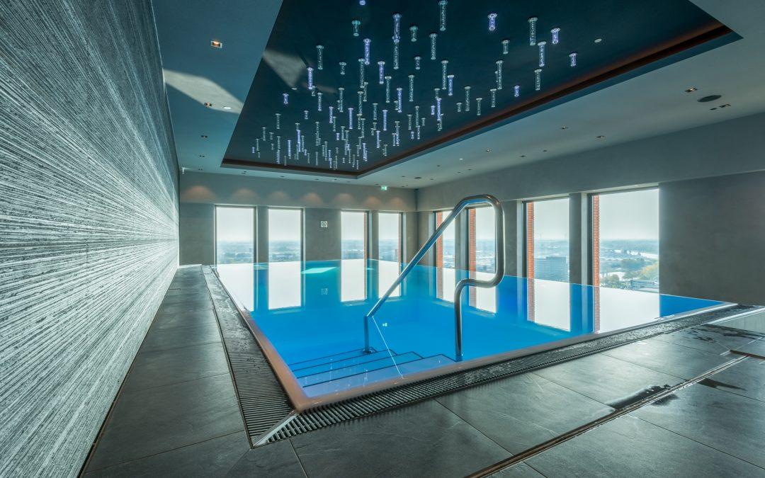 Infinity Hotel Schwimmbecken