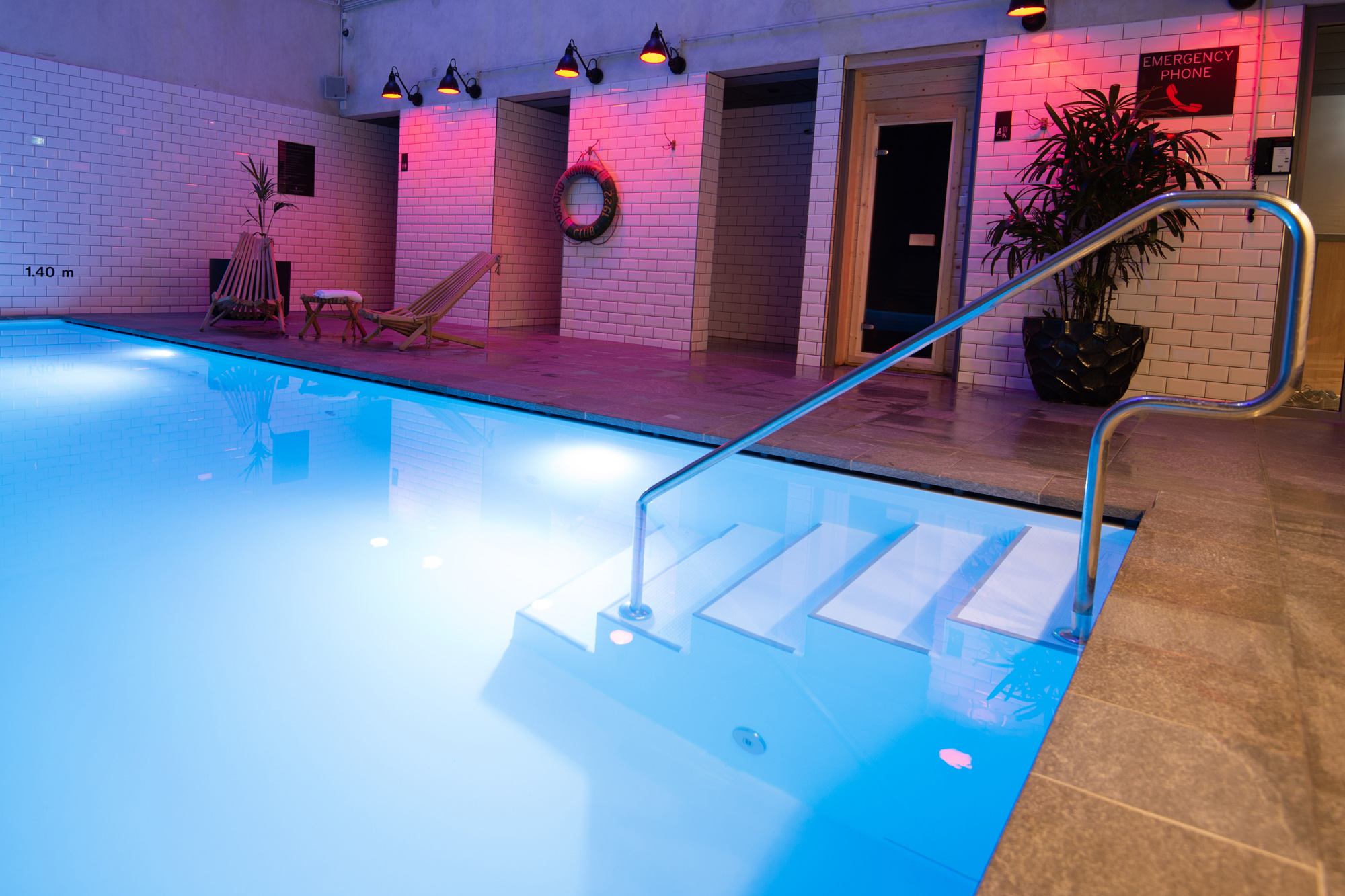 Veltmann Custom Schwimmbecken beispielsweise mit versteckter Überlaufrinne